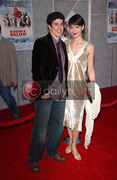 "Jason Biggs and Lindsay Zir<br />at the premiere of ""Eight Below"". El Capitan, Los Angeles, CA 02-12-06<br />Dave Edwards/DailyCeleb.com 818-249-4998"