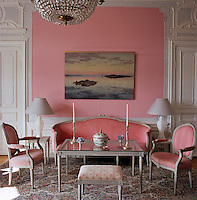 The drawing room contains original signed furniture and light fixings from 1772 to 1778, except for the glass-topped table designed by von Kantzow. The painting of the archipelago is by Gottfrid Kallstenius