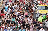 """São Paulo - 15.02.2015 - CARNAVAL BLOCO QUERO MORRER AMIGO  - O """"bloco quero morrer amigo"""" percorre o elevado Costa e Silva, o minhocão e terminou na Praça Roosevelt na tarde deste domingo, (15). (Foto: Renato Mendes/Brazil Photo Press)"""