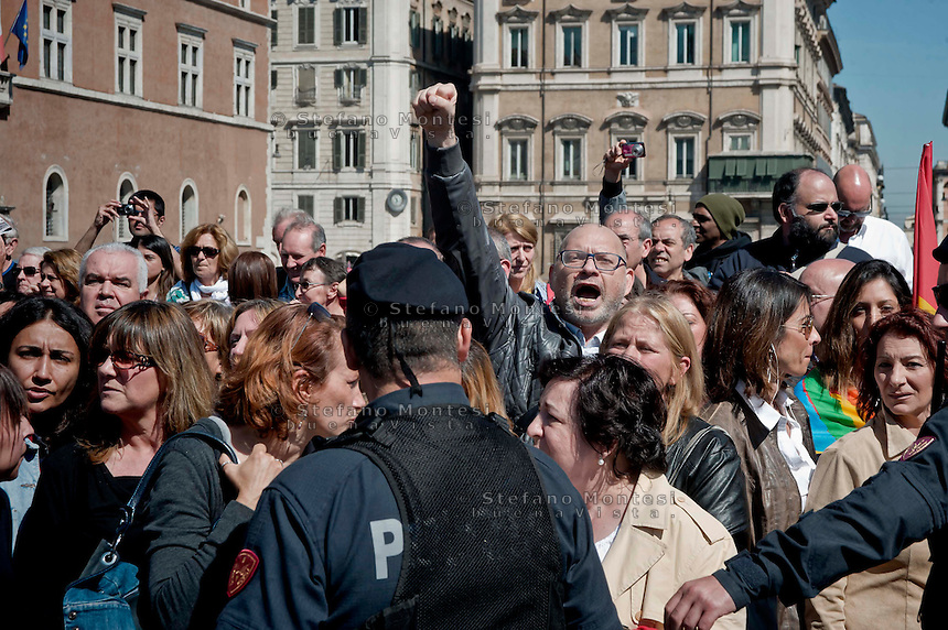 Roma 6 Maggio 2014<br /> Manifestazione dei dipendenti del Comune di Roma, che in migliaia si sono ritrovati in piazza Venezia per partecipare alla protesta contro i tagli ai salari accessori previsti dal Bilancio comunale  appena approvato.<br /> Rome May 6, 2014 <br /> Manifestation of the employees of the City of Rome, that to thousands gathered in the Piazza Venezia to participate in the protest against wage cuts fittings for the municipal budget just approved.