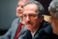 SAO PAULO, 29 DE JUNHO DE 2012. IV FORUM DAS SEDES DA COPA 2014.  O ministro dos esportes Aldo Rebelo durante o IV Forum das sedes da copa 2014 no Palacio dos Bandeirantes em São Paulo. FOTO: ADRIANA SPACA - BRAZIL PHOTO PRESS