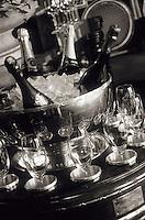 """Amérique/Amérique du Nord/USA/Etats-Unis/Vallée du Delaware/Pennsylvanie/Philadelphie : Service du champagne au """"Fountain Restaurant"""" à l'hôtel Four Seasons 1 Logan Square"""