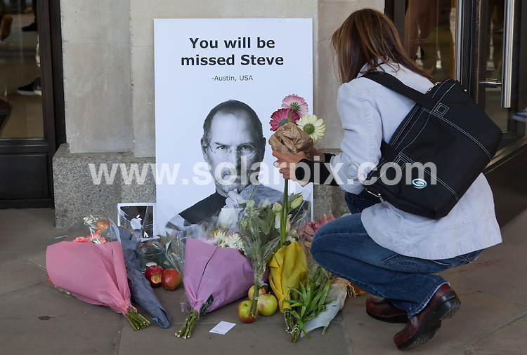 **ALL ROUND PICTURES FROM SOLARPIX.COM**                                             **NO UK NEWSPAPER PUBLICATION**.**UK MAGAZINE & SUPPLEMENT PUBLICATION ONLY** AND NO PUBLICATION IN AUSTRALIA, BELGIUM, FRANCE, GERMANY, ITALY, SCANDINAVIA AND USA**                                                                                  Caption: Tributes to Apple co-founder Steve Jobs including a half eaten apple were left outside a London Apple store today..                                                                              This pic: Flowers being layed outside the apple store                                                                                             JOB REF: 14045       SFE       DATE: 06.10.11                                                           **MUST CREDIT SOLARPIX.COM OR DOUBLE FEE WILL BE CHARGED**                                                                      **MUST AGREE FEE BEFORE ONLINE USAGE**                               **CALL US ON: +34 952 811 768 or LOW RATE FROM UK 0844 617 7637**