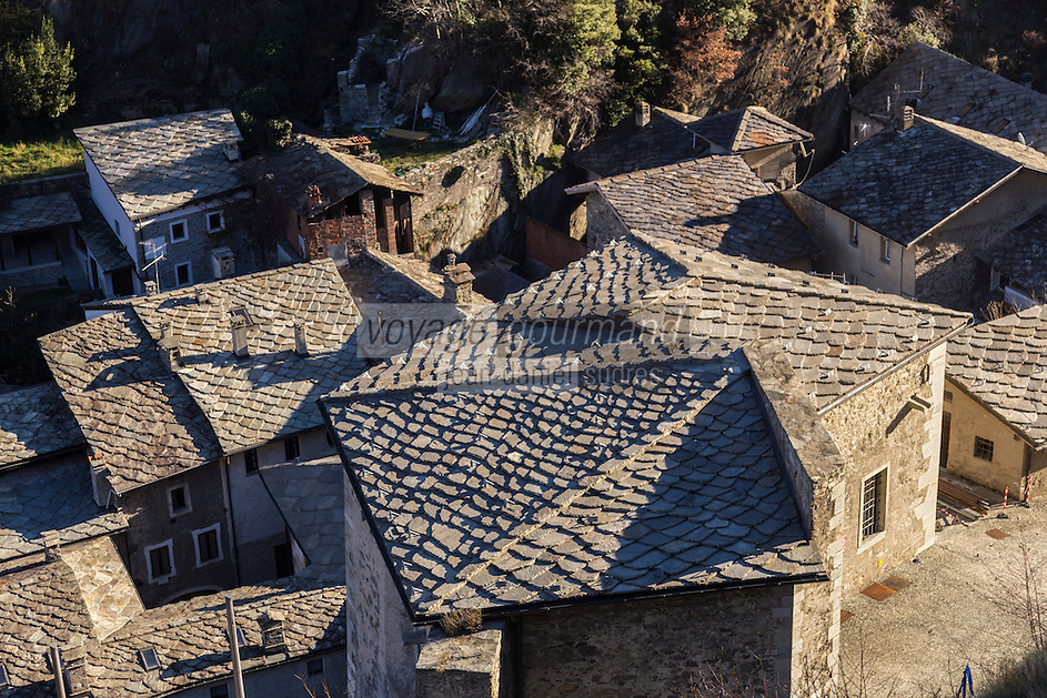 Italie, Val d'Aoste, Bard,  vue sur les toits du village depuis le Fort de Bard , Museo delle Alpi (musée des Alpes)   // Italy, Aosta Valley, view over the roofs of the village from the Fort of Bard, Museo delle Alpi (Alps Museum)