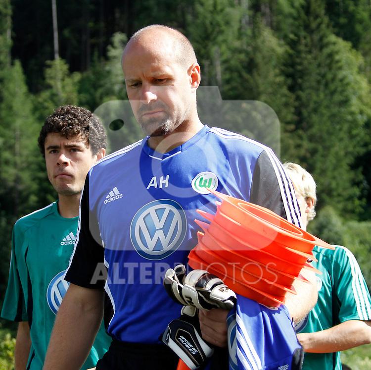 19.07.2011, Bad Kleinkirchheim, AUT, Fussball Trainingscamp VFL Wolfsburg, im Bild Tormanntrainer Andreas Hilfiker, EXPA Pictures © 2011, PhotoCredit: EXPA/Oskar Hoeher