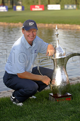6 March 2005: South African golfer Ernie Els (RSA) poses with the trophy after victory at the Dubai Desert Classic held on the Majlis Course at the Emirates Golf Club, Dubai, United Arab Emirates. Els won by one stroke after finishing on 19 under par. Photo: Neil Tingle/Action Plus..050306 male man men golf golfer golfers win winners winner