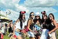 BRASÍLIA, DF, 06.02.2016 – CARNAVAL-DF - Foliões durante bloco de carnaval Baby Doll de Nylon em Brasília neste sábado, 06. (Foto: Ricardo Botelho/Brazil Photo Press)