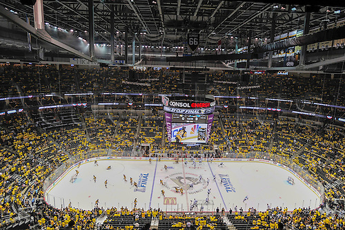 30.05.2016. Pittsburgh, PENN, USA.  General view as players warm up before Game One in the 2016 NHL Stanley Cup Final between the San Jose Sharks and the Pittsburgh Penguins at the Consol Energy Center in Pittsburgh, Pennsylvania.