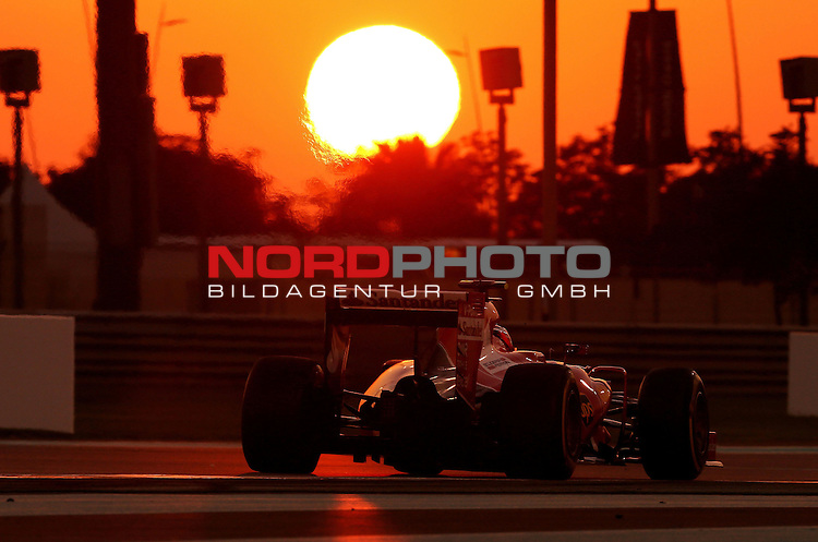 28.11. - 29.11.2015, Abu Dhabi, UE, F1 GP United Emirate, im Bild Kimi Raikkonen (FIN), Scuderia Ferrari<br /> for the complete Middle East, Austria &amp; Germany Media usage only!<br />  Foto &copy; nph / Mathis
