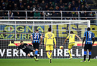 Calcio, Serie A: Inter Milano - Hellas Verona, Giuseppe Meazza stadium, November 9, 2019.<br /> Hellas Verona's Valerio Verre (second from right) kicks a penalty and scores during the Italian Serie A football match between Inter and Hellas Verona at Giuseppe Meazza (San Siro) stadium, on November 9, 2019.<br /> UPDATE IMAGES PRESS/Isabella Bonotto