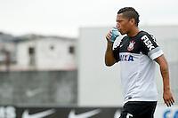 SAO PAULO, SP 24 JUNHO 2013 - TREINO CORINTHIANS - O jogador do Corinthians Ralf, treinou na manhã de hoje, 24, no Ct. Dr. Joaquim Grava, na zona leste de São Paulo. FOTO: PAULO FISCHER/BRAZIL PHOTO PRESS