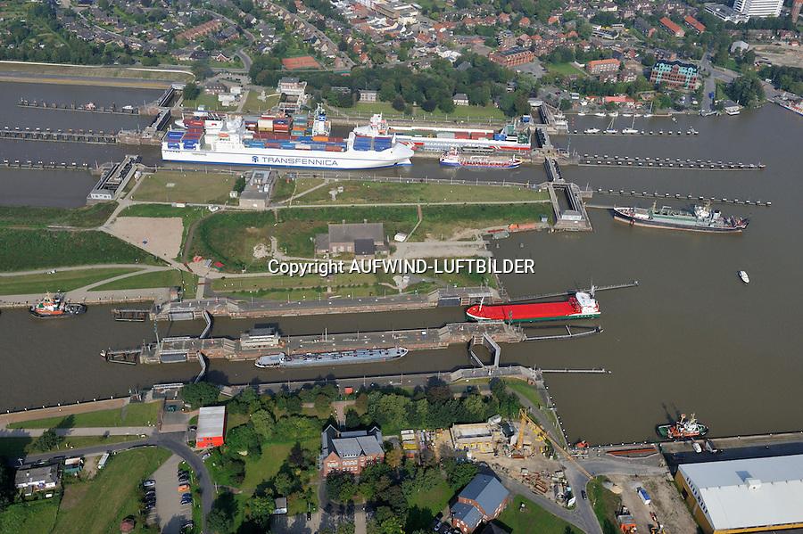 Nord Ostseekanal Schleuse Brunsbuettell: EUROPA, DEUTSCHLAND, SCHLESWIG-HOLSTEIN, BRUNSBUETTEL , (EUROPE, GERMANY), 09.09.2012: Schleuse Nord-Ostseekanal von Brunsbuettel. Der Nord-Ostsee-Kanal (NOK; internationale Bezeichnung: Kiel Canal) verbindet die Nordsee (Elbmuendung) mit der Ostsee (Kieler Foerde). Diese Bundeswasserstraße ist nach Anzahl der Schiffe die meistbefahrene kuenstliche Wasserstraße der Welt..Der Kanal durchquert auf knapp 100 km das deutsche Bundesland Schleswig-Holstein von Brunsbuettel bis Kiel-Holtenau und erspart den etwa 900 km laengeren Weg um die Nordspitze Daenemarks durch Skagerrak und Kattegat..Die erste kuenstliche Wasserstraße zwischen Nord- und Ostsee war der 1784 in Betrieb genommene und 1853 in Eiderkanal umbenannte Schleswig-Holsteinische Canal. Der heutige Nord-Ostsee-Kanal wurde 1895 als Kaiser-Wilhelm-Kanal eroeffnet und trug diesen Namen bis 1948..