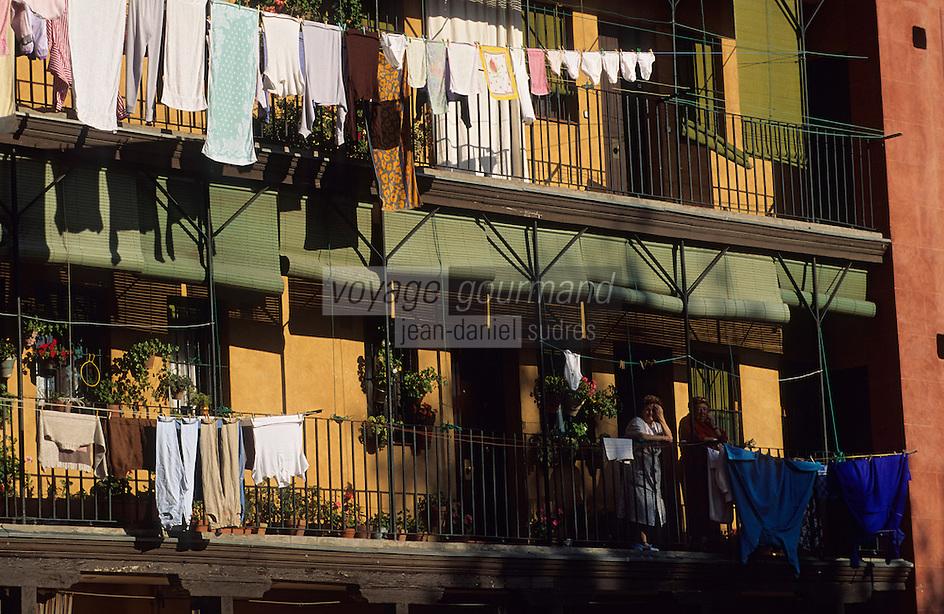 Europe/Espagne/Castille/Madrid : Calle del Sombrerete - Habitat traditionnel