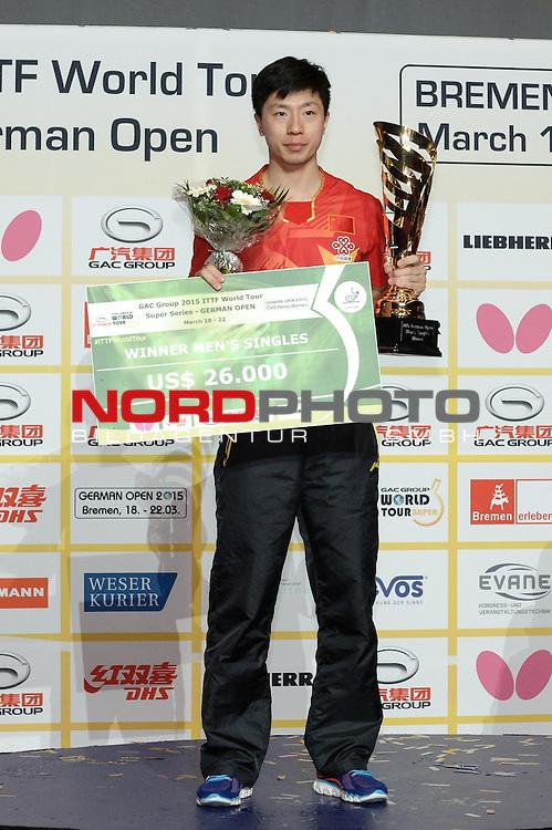 22.03.2015, &Ouml;VB Arena, Bremen, GER, GAC Group ITTF World Tour German Open, im Bild Siegerherung Herren-Einzel 1. Platz: Ma Long (CHN)<br /> <br /> Foto &copy; nordphoto / Frisch