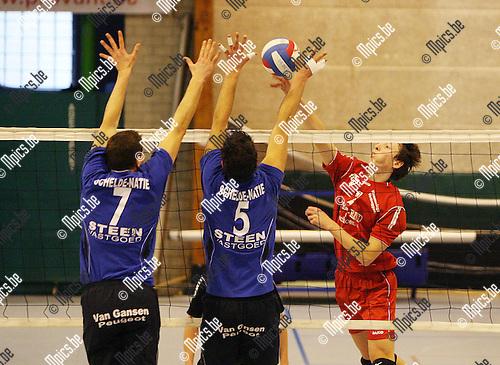 2010-02-21 / Seizoen 2009-2010 / Volleybal / Mortsel - Kapellen / Bart De Ren van Mortsel stuit op het block van Kapellen..Foto: mpics