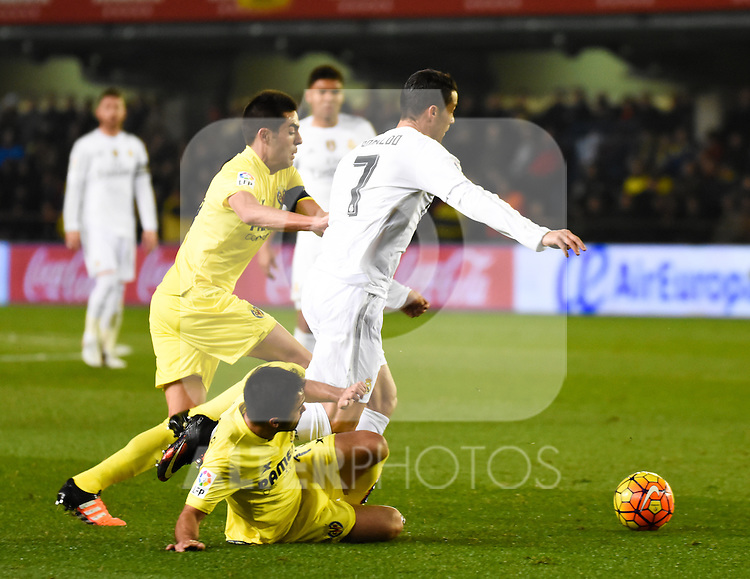 Villarreal CF's Denis Suarez, Victor Ruiz and Real Madrid's Cristiano Ronaldo during La Liga match. December 13, 2015. (ALTERPHOTOS/Javier Comos)
