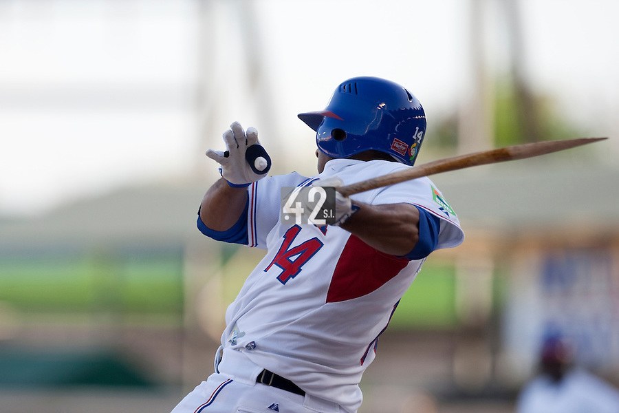 8 March 2009: #14 Fernando Tatis of Dominican Republic breaks his bat during the 2009 World Baseball Classic Pool D match at Hiram Bithorn Stadium in San Juan, Puerto Rico. Dominican Republic wins 9-0 over Panama.