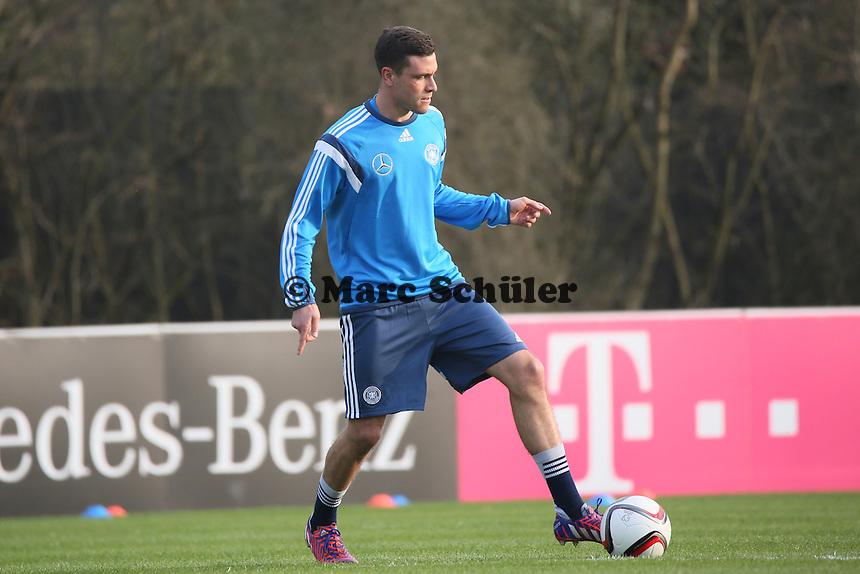 Jonas Hector - Training der Deutschen Nationalmannschaft in Frankfurt