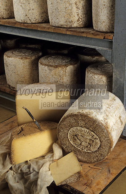 """Europe/France/Auvergne/12/Aveyron/Laguiole: Caves """"Fourme de Laguiole"""" - Coopérative """"Jeune Montagne"""" Appellation d'Origine Controlée"""
