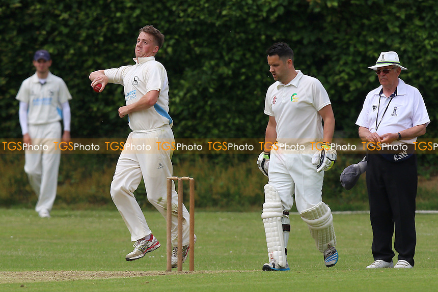 Bentley CC (batting) vs Goresbrook CC, T Rippon Mid Essex Cricket League Cricket at Coxtie Green Road on 11th June 2016