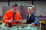 ROTTERDAM - Douane-ambtenaren controleren lading en papieren van container vol vracht in de Rotterdamse haven.COPYRIGHT TON BORSBOOM