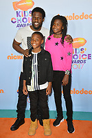 Actor Kevin Hart &amp; children Heaven &amp; Hendrix at the Nickelodeon 2017 Kids' Choice Awards at the USC's Galen Centre, Los Angeles, USA 11 March  2017<br /> Picture: Paul Smith/Featureflash/SilverHub 0208 004 5359 sales@silverhubmedia.com