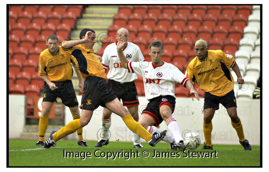 19th August 2000              Copyright Pic : James Stewart .Ref :                           .File Name : stewart03-clyde v livingston                        .JOHN ANDERSON GETS HIS FOOT TO THE BALL TO SCORES LIVINGSTON'S EQUALISER....Payments to :-.James Stewart Photo Agency, Stewart House, Stewart Road, Falkirk. FK2 7AS      Vat Reg No. 607 6932 25.Office : +44 (0) 1324 630007        Mobile : 07721 416997.Fax     : +44 (0) 1324 630007.E-mail : jim@jspa.co.uk.If you require further information then contact Jim Stewart on any of the numbers above.........