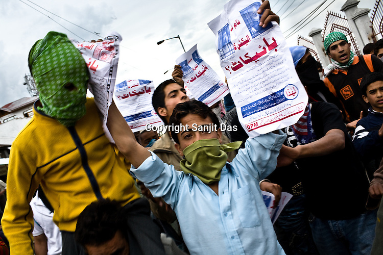 Kashmiri demonstrators raise anti-India and anti-election slogans during a protest in downtown Srinagar on May 8, 2009. Separatists oppose the holding of elections in Kashmir, arguing that they will not resolve the future of the disputed territory, held in part by India and Pakistan but claimed in full by both...Kashmir went into polls on the 4th round of Indian general elections. About 26 percent polling was recorded in the Indian parliamentary elections held in Kashmir on Thursday, May 7th 2009. The poll percentage was on the higher side this year as compared to 2004 polls when 15.04 percent polling was recorded.