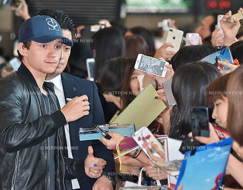 Tom Holland, August 5, 2017, Tokyo, Japam : British actor Tom Holland arrives at Narita International Airport in Chiba, Japan, on August 5, 2017. Many fans gathered at the arrival lobby to greet the star who took time to sign autographs and take selfies. Holland is in Japan for the first time to attend the premiere for his movie Spider-Man: Homecoming which will take place on August 7 in Tokyo. (Photo by AFLO)