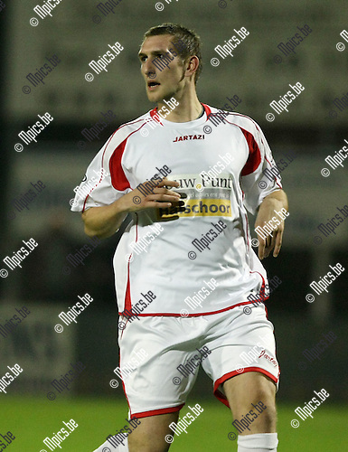 2009-10-31 / Voetbal / seizoen 2009-2010 / Kapellen - Hoogstraten VV / Dirk Mathyssen..foto: mpics