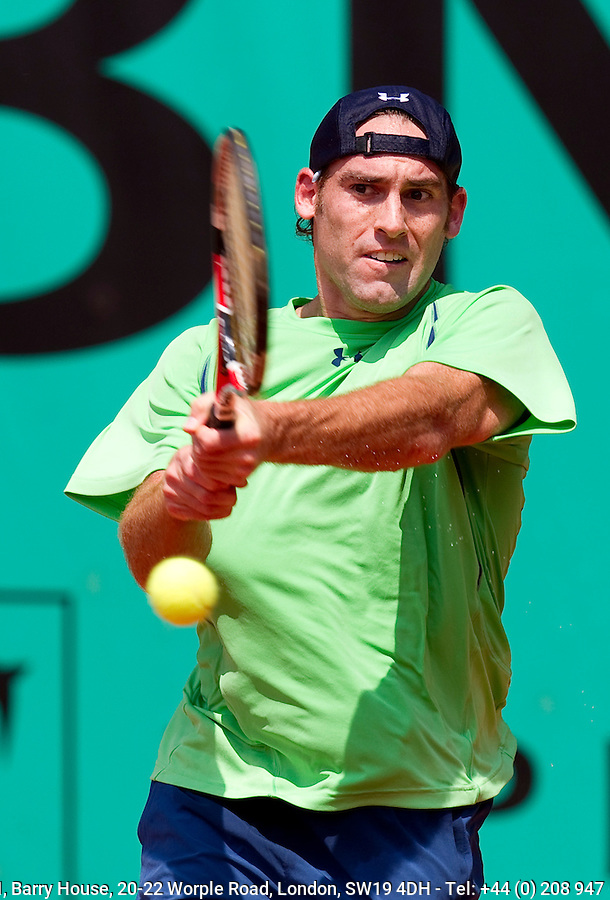 Robby Ginepri (USA) against Sam Querrey (USA) (18) in the first round of the men's singles. Robby Ginepri beat Sam Querrey 4-6 7-6 6-4 6-2..Tennis - French Open - Day 3 - Tue 25 May 2010 - Roland Garros - Paris - France..© FREY - AMN Images, 1st Floor, Barry House, 20-22 Worple Road, London. SW19 4DH - Tel: +44 (0) 208 947 0117 - contact@advantagemedianet.com - www.photoshelter.com/c/amnimages
