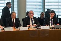 1. Sitzung des Unterausschusses des Verteidigungsausschusses des Deutschen Bundestag als 1. Untersuchungsausschuss am Donnerstag den 14. Februar 2019.<br /> In dem Untersuchungsausschuss zur Berateraffaere soll auf Antrag der Fraktionen von FDP, Linkspartei und Buendnis 90/Die Gruenen der Umgang mit externer Beratung und Unterstuetzung im Geschaeftsbereich des Bundesministeriums fuer Verteidigung aufgeklaert werden. Anlass der Untersuchung sind Berichte des Bundesrechnungshofs ueber Rechts- und Regelverstoesse im Zusammenhang mit der Nutzung derartiger Leistungen.<br /> Einziger Tagesordnungspunkt war die Konstituierung des Unterausschusses als Untersuchungsausschuss.<br /> Im Bild 2.vl.: Der Ausschussvorsitzende Wolfgang Hellmich, SPD.<br /> 14.2.2019, Berlin<br /> Copyright: Christian-Ditsch.de<br /> [Inhaltsveraendernde Manipulation des Fotos nur nach ausdruecklicher Genehmigung des Fotografen. Vereinbarungen ueber Abtretung von Persoenlichkeitsrechten/Model Release der abgebildeten Person/Personen liegen nicht vor. NO MODEL RELEASE! Nur fuer Redaktionelle Zwecke. Don't publish without copyright Christian-Ditsch.de, Veroeffentlichung nur mit Fotografennennung, sowie gegen Honorar, MwSt. und Beleg. Konto: I N G - D i B a, IBAN DE58500105175400192269, BIC INGDDEFFXXX, Kontakt: post@christian-ditsch.de<br /> Bei der Bearbeitung der Dateiinformationen darf die Urheberkennzeichnung in den EXIF- und  IPTC-Daten nicht entfernt werden, diese sind in digitalen Medien nach §95c UrhG rechtlich geschuetzt. Der Urhebervermerk wird gemaess §13 UrhG verlangt.].vl.: Der Ausschussvorsitzende Wolfgang Hellmich, SPD.<br /> 14.2.2019, Berlin<br /> Copyright: Christian-Ditsch.de<br /> [Inhaltsveraendernde Manipulation des Fotos nur nach ausdruecklicher Genehmigung des Fotografen. Vereinbarungen ueber Abtretung von Persoenlichkeitsrechten/Model Release der abgebildeten Person/Personen liegen nicht vor. NO MODEL RELEASE! Nur fuer Redaktionelle Zwecke. Don't publish without copyright Ch