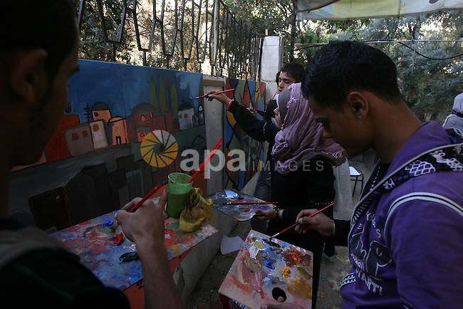 Palestinian students learn drawing in a cultural center in Gaza city on march 03, 2013. Photo by Eyad Al Baba