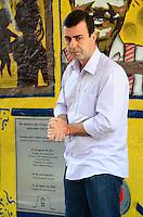 RIO DE JANEIRO, RJ, 27 AGOSTO 2012-ELEICOES 2012-MARCELO FREIXO- O candidato a Prefeitura do Rio de Janeiro pelo PSOL, Marcelo Freixo, participa do ato de inauguracao da placa em homenagem as vitimas do acidente do Bonde de Santa Teresa, em Santa Teresa, centro do Rio de Janeiro.(FOTOMARCELO FONSECA BRAZIL PHOTO PRESS).