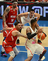 MEDELLÍN - COLOMBIA, 25-08-2017: Christopher GASTON de Puerto Rico disputa el balón con lex PEREZ de Mexico durante partido de la fase de grupos, grupo A, de la FIBA AmeriCup 2017 jugado en el coliseo Iván de Bedout de la ciudad de Medellín.  El AmeriCup 2017 se juega  entre el 25 de agosto y el 3 de septiembre de 2017 en Colombia, Argentina y Uruguay. / Christopher GASTON of Puerto Rico fights for the ball with lex PEREZ of Mexico during the match of the group stage Group A of the FIBA AmeriCup 2017 played at Ivan de Bedout  coliseum in Medellin. The AmeriCup 2017 is played between August 25 and September 3, 2017 in Colombia, Argentina and Uruguay. Photo: VizzorImage / León Monsalve / Cont