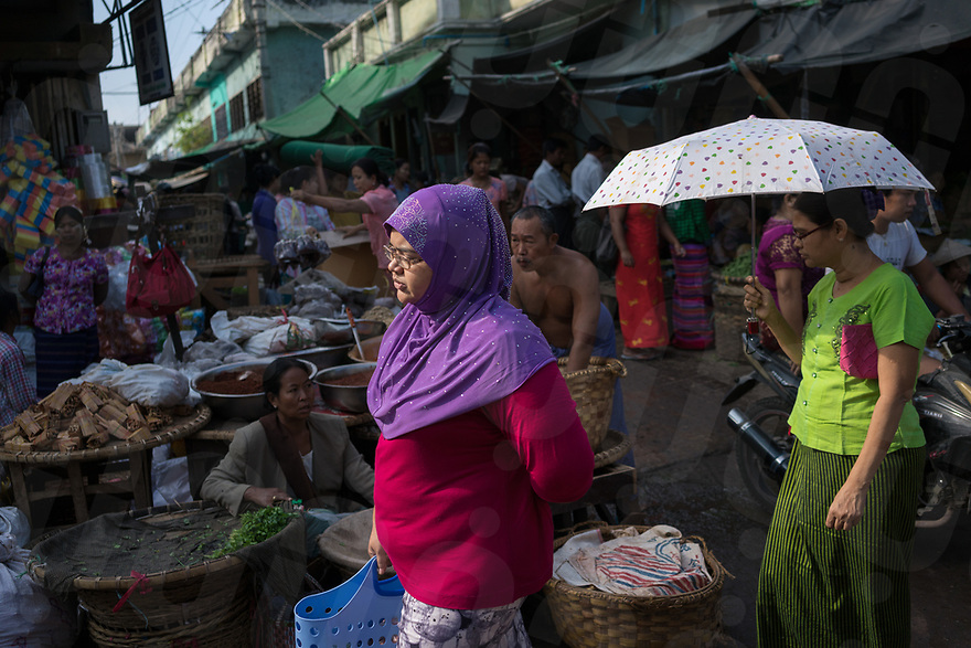October 29, 2015 - Mandalay (Myanmar). A muslim woman walks through a market in central Mandalay. © Thomas Cristofoletti / Ruom