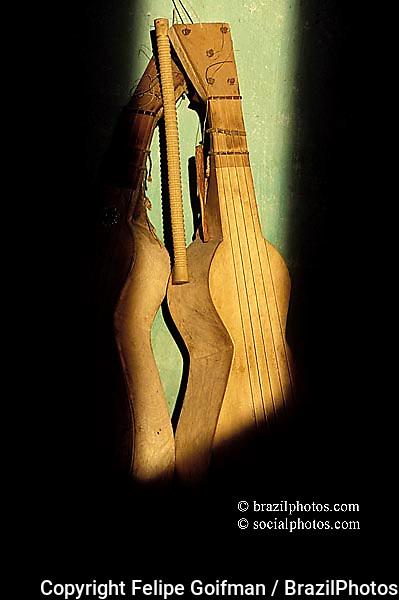 Folklore. Musical instrument: viola de côxo, made of the wood from the jatobá tree. State: Mato Grosso,  Pantanal Matogrossense, Brazil.