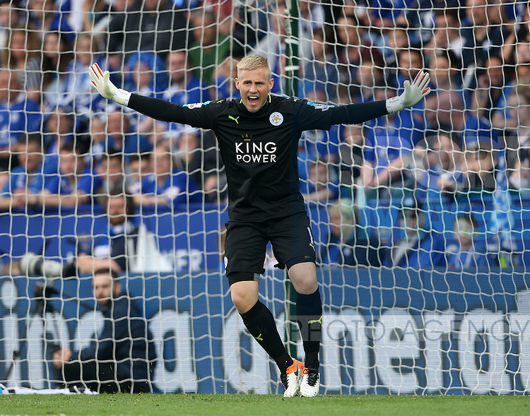 Leicester's Kasper Schmeichel in action during the Barclays Premier League match at the King Power Stadium.  Photo credit should read: David Klein/Sportimage