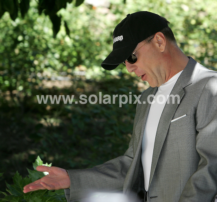 **ALL ROUND PICTURES FROM SOLARPIX.COM**.**SYNDICATION RIGHTS FOR UK, SPAIN, PORTUGAL, AUSTRALIA, S.AFRICA & DUBAI (U.A.E) ONLY**. 'Live Free Or Die Hard' Movie Photocall at The Hotel De Russie  in Rome, Italy ..This pic. Bruce willis .JOB REF: 5062    PHZ    DATE: 15.10.07.**MUST CREDIT SOLARPIX.COM OR DOUBLE FEE WILL BE CHARGED* *UNDER NO CIRCUMSTANCES IS THIS IMAGE TO BE REPRODUCED FOR ANY ONLINE EDITION WITHOUT PRIOR PERMISSION*