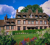 Frankreich, Haute-Normandie, Département Eure, Lyons La Forêt: Maison Ravel | France, Upper Normandy, Département Eure, Lyons La Forêt: Maison Ravel