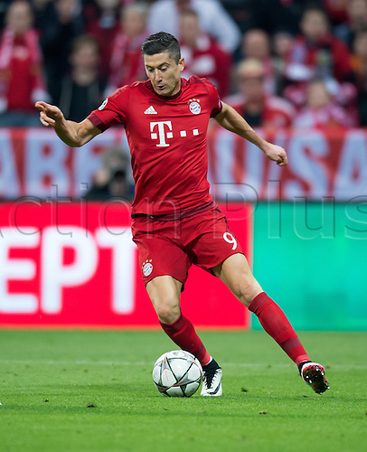 05.04.2016. Munich, Germany.  Munich's Robert Lewandowski in action during the Champions League quarter finals first leg soccer match between Bayern Munich and S.L. Benfica at Allianz Arena