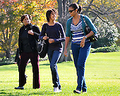 Washington, D.C. - November 8, 2009 -- Marion Robinson, Malia Obama, and first lady Michelle Obama walk across the South Lawn of the White House as they and United States President Barack Obama (not pictured) return from Camp David aboard Marine 1 on Sunday, November 8, 2009..Credit: Ron Sachs / CNP.(RESTRICTION: NO New York or New Jersey Newspapers or newspapers within a 75 mile radius of New York City)