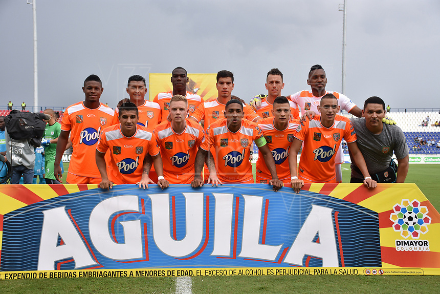 MONTERIA - COLOMBIA, 17-04-2019: Jugadores de Envigado posan para una foto previo al partido por la fecha 16 de la Liga Águila I 2019 entre Jaguares de Córdoba F.C. y Envigado F.C. jugado en el estadio Jaraguay de la ciudad de Montería. / Players of Envigado pose to a photo prior the match for the date 16 as part Aguila League I 2019 between Jaguares de Cordoba F.C. and Envigado F.C. played at Jaraguay stadium in Monteria city. Photo: VizzorImage / Andres Felipe Lopez / Cont