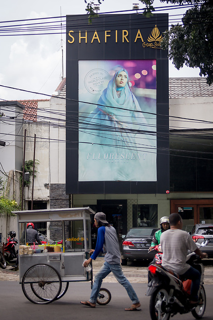 23 JAN, 2018, Jakarta, Indonesia: The external view of the Shapiro fashion shop. The rise of Islamic fashion is bringing massive revenue boosts to the sector and to the Indonesian economy and individual designers and fashion industry as a whole. Pictured in Jakarta by Graham Crouch for Luzerner Zeitung