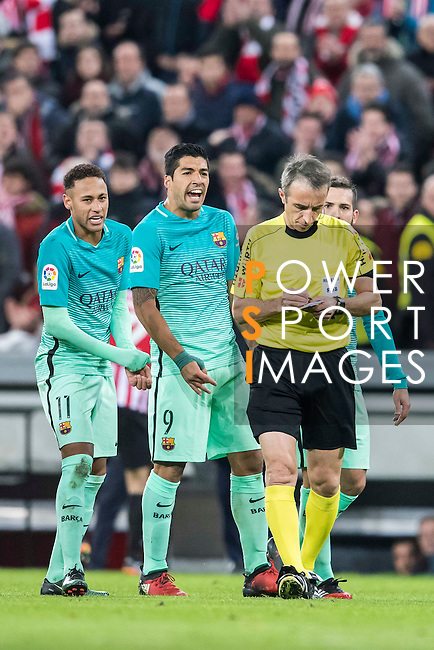 FC Barcelona's players Neymar da Silva Santos Junior, Luis Suarez and Lionel Andres Messi argue with referee David Fernandez Borbalan during their Copa del Rey Round of 16 first leg match between Athletic Club and FC Barcelona at San Mames Stadium on 05 January 2017 in Bilbao, Spain. Photo by Victor Fraile / Power Sport Images