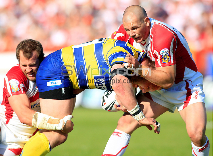 Pix: Chris Mangnall/SWpix.com, Rugby League, Carnegie Challenge Cup Quarter Final 30/05/09 Hull KR v Warrington Wolves....picture copyright>>Simon Wilkinson>>07811267 706>>....Hull's Clint Newton and Ben Galea tackle Warrington's Gareth Carvell