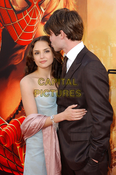 RACHAEL LEIGH COOK & DANIEL GILLIES .Columbia Pictures' World Premiere of Spider-Man 2 held at The Mann Village Theatre in Westwood, .California, .June 22nd 2004..half length half-length black suit smart hugging couple kissing blue strapless dress pink wrap shawl pashmina silver bracelet spiderman.Copyright 2004 by Debbie VanStory.*UK sales only*.www.capitalpictures.com.sales@capitalpictures.com.©Capital Pictures