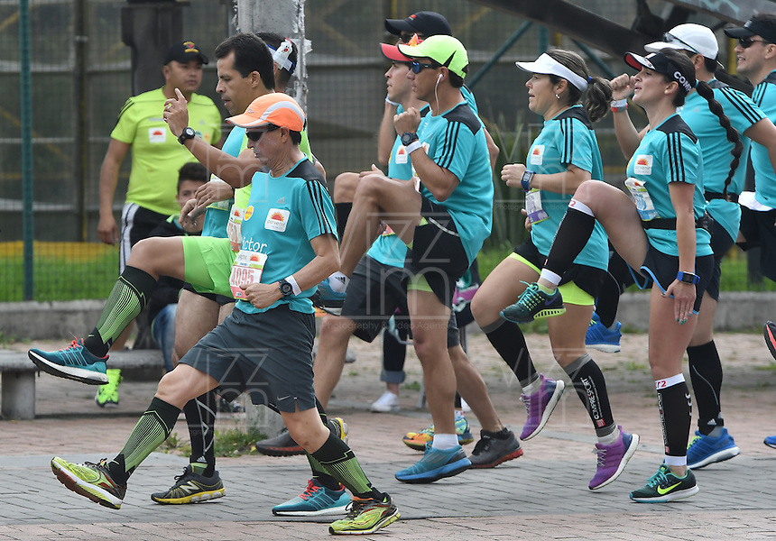 BOGOTÁ -COLOMBIA. 31-07-2016. BOGOTÁ -COLOMBIA. 31-07-2016: Aspecto de los participantes en la Media Maratón de Bogotá 2016. En esta ocasión Tadese Tola de Etiopia, en varones, fue el ganador con un tiempo de 1h 05m 16s, y en mujeres Purity Rionoripio de Kenia con un tiempo de 1h 11m 56s, / Aspect of the people during the Half Marathon of Bogota 2016. In this edition the winner was Tadese Tola of Ethiopia in men with a time of 1h 05m 16s, and in women the winner was Purity Rionoripio of Kenya with a time of 1h 11m 56s. Photo: VizzorImage/ Gabriel Aponte / Staff