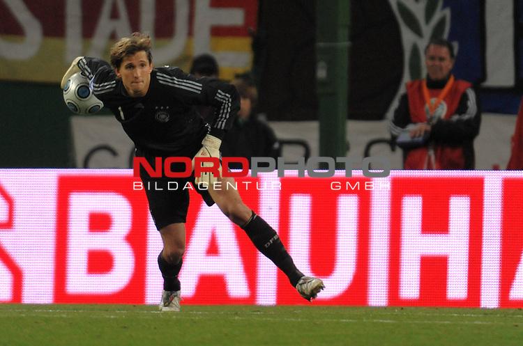 Fussball, L&auml;nderspiel, WM 2010 Qualifikation Gruppe 4  14. Spieltag<br />  Deutschland (GER) vs. Finnland ( FIN )<br /> <br /> Rene Adler ( GER / Bayer 04 Leverkusen #01 )<br /> <br /> Foto &copy; nph (  nordphoto  )
