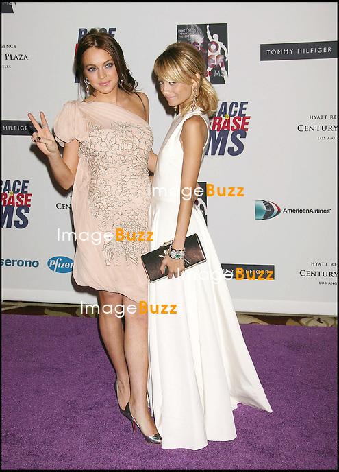 "LINDSAY LOHAN ET NICOLE RICHIE - 13 EME SOIREE DES ""ANNUAL RACE TO ERASE MS"" A LOS ANGELES..THE 13TH ANNUAL RACE TO ERASE MS THEMED "" DISCO FEVER TO ERASE MS "".LOS ANGELES, MAY 12, 2005..PIC : Lindsay Lohan & Nicole Richie"